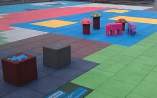 Gumové čtverce  pro dětská hřiště