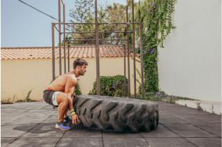 Cvičení s multifunkční pneumatikou